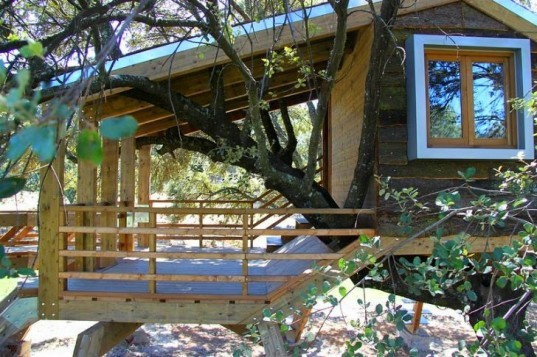Rooted Treehouse, Urbanarbolismo, treehouse, spain, cork, tree, green design,