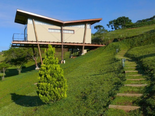 recycled Styrofoam insulation,pine house, low impact siting, mountain retreat, Brasil green home, eco retreat,green building, André Eisenlohr, low impact building, OSB walls, reusable building materials, Sao Paulo home, site sensitive home, Sustainable Building