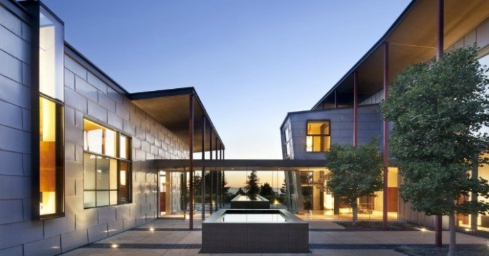 Solar powered berkeley courtyard house is cooled by for The berkeley house