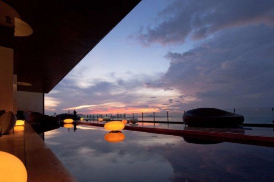 Water Issues,green Interiors,Green Holidays,Eco Tourism,biomimicry,Art,hilton hotel,thailand,hilton pattaya,sustainable interiors,marine theme,sea views,outdoors terrace,calm pool,natural fabrics,energy efficient lighting,