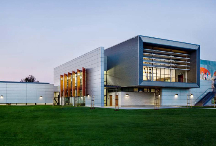 Spectacular east oakland sports center creates a place of for Athletic training facility design