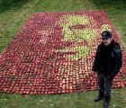Portrait of Steve Jobs Made With Over 3,500 Apples