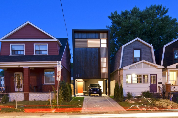 Toronto s Shaft House Maximizes Space & Daylight on a Snug 20 ft