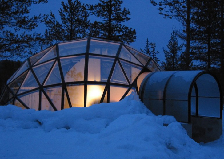 thermal glass igloos offer views of the northern lights at finland 39 s hotel kakslauttanen. Black Bedroom Furniture Sets. Home Design Ideas