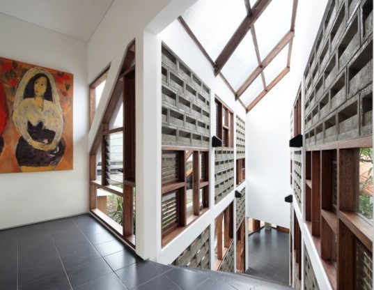 tws and partners, green design, eco design, sustainable design, recycled materials, recycled wood, recycled steel, distort house, indonesia, green design indonesia, jakarta, green architecture