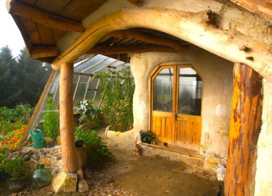 Hobbit House, Simondale, green building, eco-design, sustainable design, green design, Wales, green roof, thermal massing, straw bales, natural lighting, natural materials, green materials, compost toilet, solar panels, reclaimed wood,