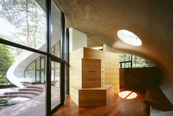 Artechnic japan s concrete organic shell residence in the for Architecture originale maison