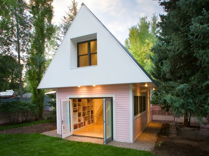 Studio House Design loom artist studio is a tiny pink house boasting big eco