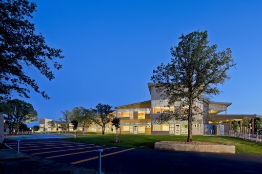 Trilogy, Trilogy Architecture, Redding, School of Arts, Redding School of Arts, California, Redwood Trees, recycled materials, LED, green design, eco-design, sustainable design, energy efficiency, natural lighting, outdoor learning, outdoor education, color