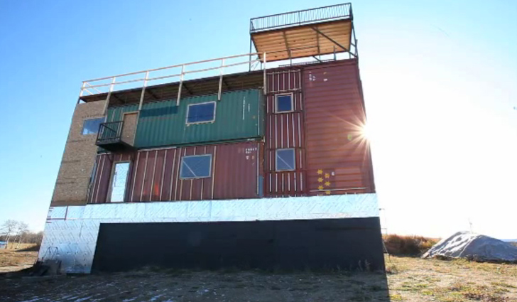 Solar Powered Sea Can House Is Made Completely From Shipping Containers Part 96