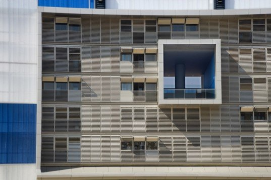 low impact large building, solar thermal, Ruiz Larrea and Associates, passive heating, passive solar, passive cooling, double wall, buildign shading, building orientation, eco building design, earth tube, green apartment, Spanish green building, eco apartment,
