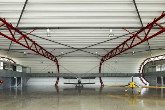 The Hangar, Peter Stutchbury Architects, material efficient design, steel construction, australia, green building