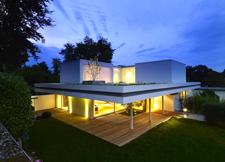 3 Rooms, 3 Trees and a Meadow Adorn the Roof of House S in Germany ...