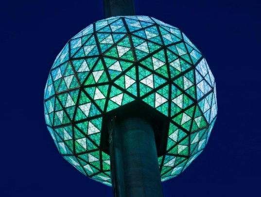 LED New Year's Eve Ball, philips led ball, philips led lights, led lights, green lighting, energy efficient lighting, energy efficient lights
