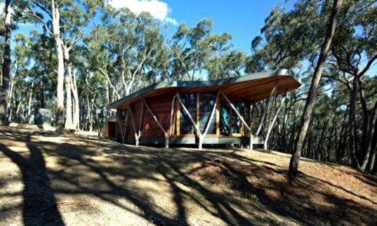green design, eco design, sustainable design, Trunk House, Victoria, Australia, Tree forks, Paul Morgan Architects, wooden cabin, Central Highlands, salvaged wood