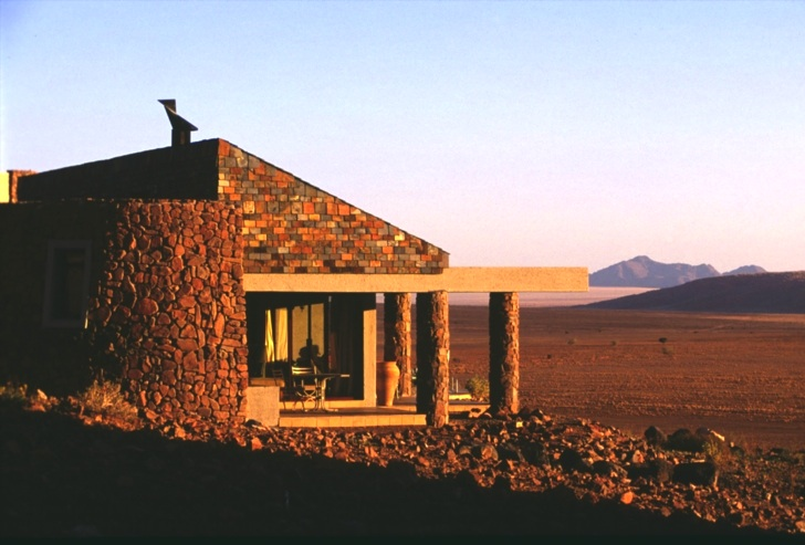 Sand-Brick Sossusvlei Lodge in the Namib Desert Protects the