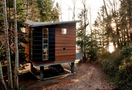 Treehouse, Castanes Architects, low impact design, retractable staircase, vacation house, cabin retreat