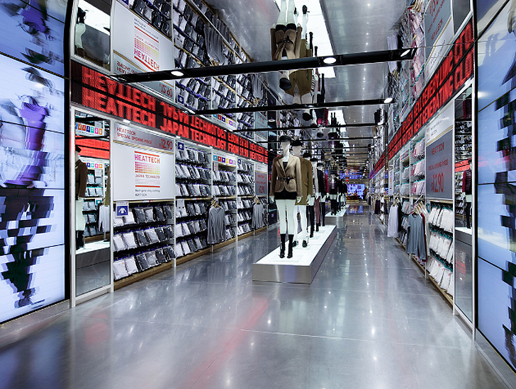 Uniqlo 39 S Manhattan Flagship Is A Sensory Feast Of Led Lights Green Technologies Inhabitat