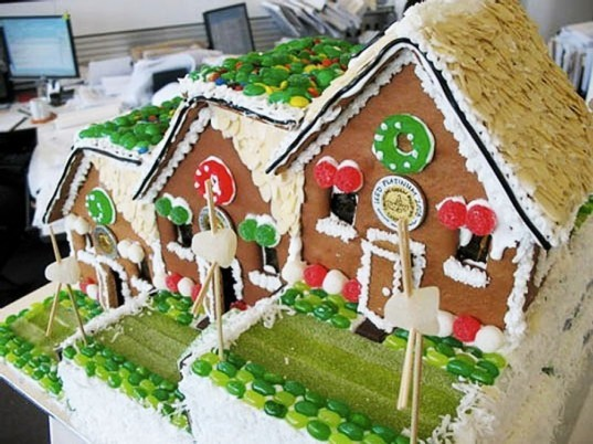 green gingerbread house, gingerbread house, green home, green house, green design, eco design, sustainable design, eco house, modern gingerbread house, ginger bread house, ginger bread, gingerbread, modern candy house, sweet houses, DIY projects, DIY gingerbread house, DIY gingerbread, make a gingerbread house for christmas, christmas house