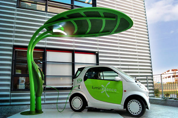 Solar power electric car charging stations coming to UK