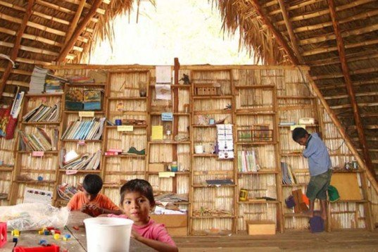 Sustainable Materials,Sustainable Building,Eco Travel,back to school,Architecture,active school,local materials,biodegradable materials,ecuador,sustainable school,boat-shaped building,bamboo,palm wood