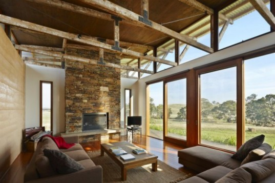 Glenhope House, JOH Architects, rammed earth wall, vacation house, melbourne, rainwater collection