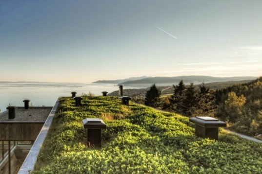 mu architecture, malbaie v residence, quebec canada, hilltop residence, red cedar, plant living roof, sustainable insulation