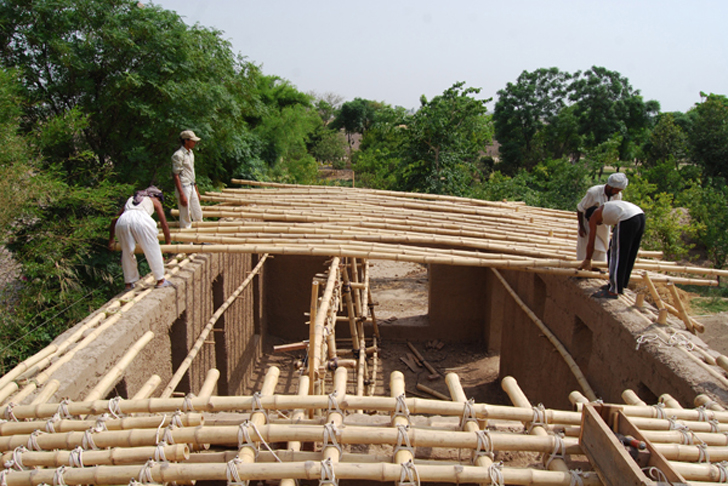 Roswag Seiler And Pakistani Locals Hand Build A School