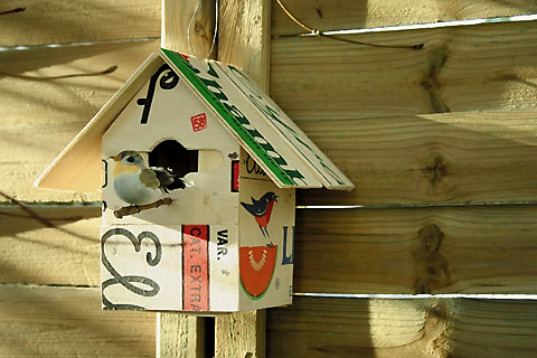 diy bird box, espirit cabane, recycled materials, reused crate bird box, green design, sustainable bird house