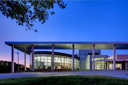 lady bird johnson middle school, net zero middle school, corgan associates, fabral metal, corgan architects, green design, sustainable building, wind turbines, net zero building