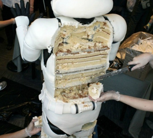 amanda oakleaf cakes, stormtrooper cake, lifesized star wars cake, sci fi geek cake, nerds eat star wars, sci fi soldier, character cake