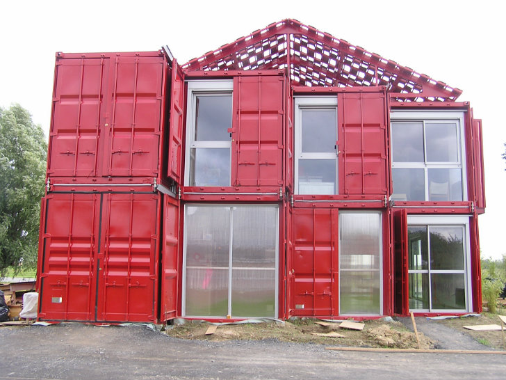 Maison Container Lille Is A Bold Industrial Home Made Of 8