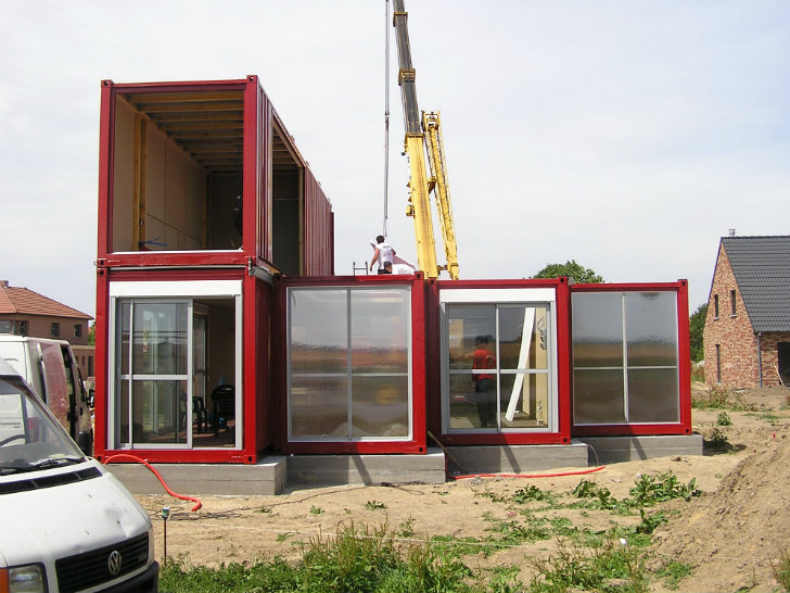 maison container lille is a bold industrial home made of 8 shipping containers in france. Black Bedroom Furniture Sets. Home Design Ideas