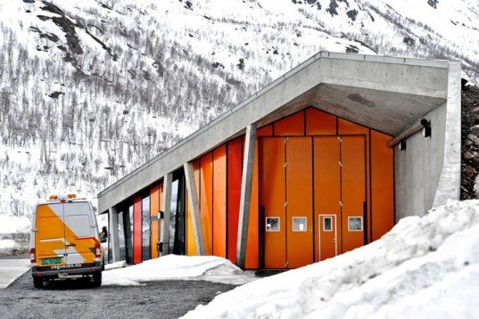 Architecture, green roof, Jarmund/Vigsnæs Arkitekter, Gullesfjordbotn, norwegian design, norway, isolated building, national park, concrete shelter, exposed pipe works, snow, truck weight control, recycled aluminum window