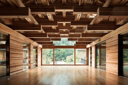green design, eco design, sustainable design, Kochi Prefecture, Cantilever building, Kengo Kuma and Associates, Yusuhara Wooden Bridge Museum, Japan, Bridge Museum
