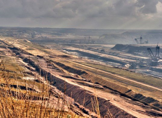 shale oil, what is shale oil, shale oil extraction, shale oil environmental issues, shale oil environmental worries, environmental destruction, surface mining, mountain top mining, oil extraction, fossil fuels, energy independence