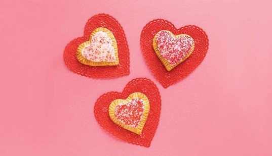 homemade sweet treats, valentine's day treats, diy valentine's day gifts, green valentine's day, Heart Shaped Toaster Pastries, Love Pancakes, Valentine Whoopie Pies, Chocolate Spoons, Chocolate Covered Apple, how to ideas for valentine's day, Agave Kiss