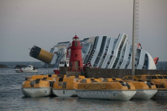 costa concordia, tuscan archipelago national park, mediterranian monk seal, cruise liner, fuel leak, toxic spill, hot-tapping oil, shipwreck salvage,environmental disaster, oil spill, oil leak