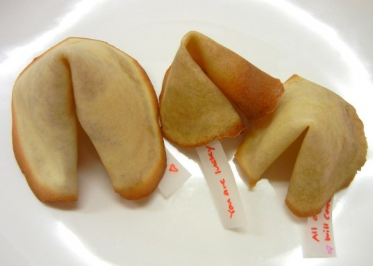 diy, Valentine's Day, how to make fortune cookies, homemade fortune cookies, fortune cookie diy, make fortune cookies, valentine's day cookie recipe, diy fortune cookies, diy food, how to fortune cookies,