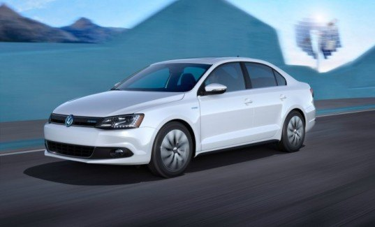 Audi, CO2 emissions, electric cars, 2013 VW Jetta Hybird, VW blue-e-motion Golf, green production facility, green transportation, hybrid vehicles, plug-in hybrid vehicle, Think Blue Campaign, Volkswagen