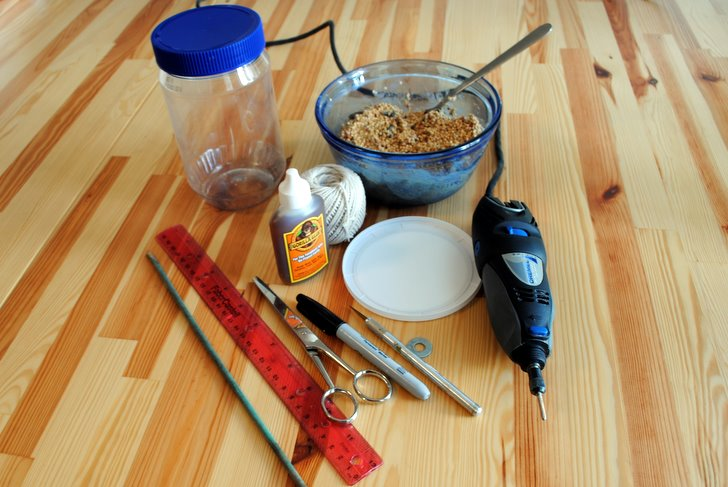 How to make a bird feeder from recycled materials for Making a bird feeder out of recycled materials