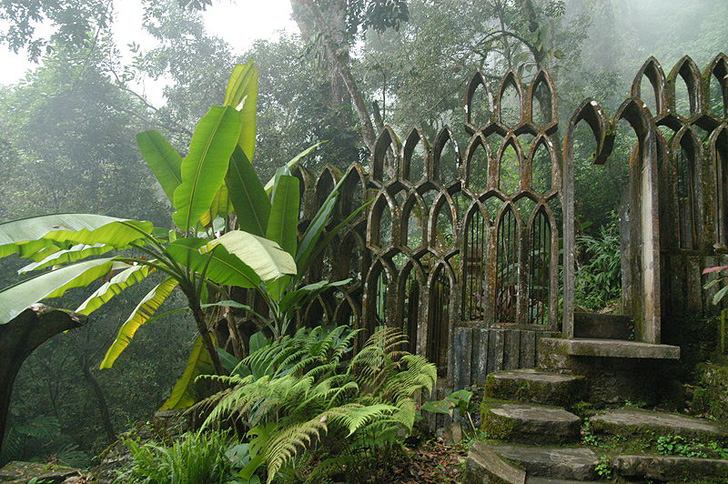 Deep in the subtropical rainforest of Xilitla, Mexico, sits a Surrealist jungle estate. Created for Edward James, a popular patron of the Surrealist movement in the 1930s and 1940s, the estate combines 80 acres of natural waterfalls and pools with for