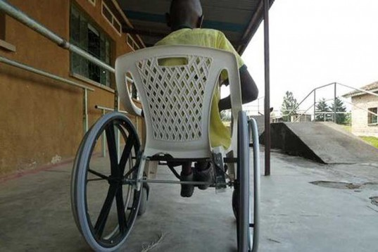 DIY, Green Products, Green Resources, Green Transportation, Recycled Materials, social design, Josep Mora, Clara Romani, DIY Wheelchairs, Developing Countries, recycled chairs, rwanda, spanish design, plastic chairs