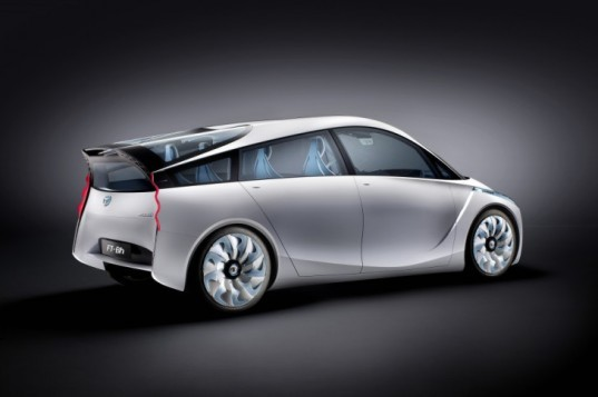 green transportation, automotive, hybrid, Toyota, Toyota hybrid, Toyota FT-Bh, atkinson cycle, 2012 Geneva Motor Show, Toyota Yaris, Toyota Prius, green car, green cars, electric car