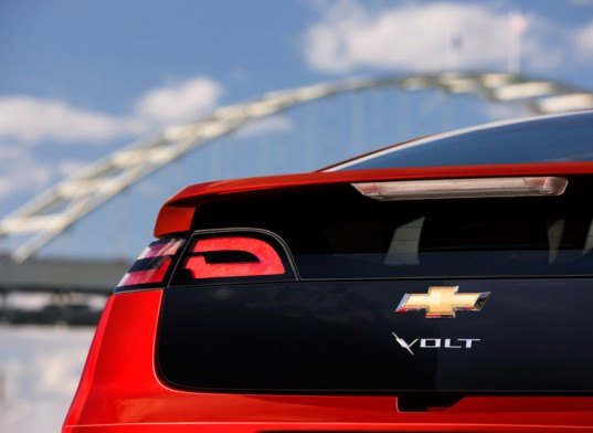 chevy volt, alternative drivetrain, volt, electric vehicle, electric car, plug in hybrid electric car, volt manufacturing, volt manufacturing halt, halt production of the chevy volt, gm electric car, general motors