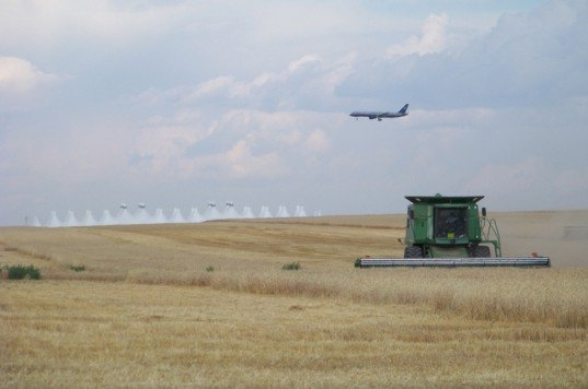 USDA Photograph, Biofuel airlines, biofuel aviation, aviation fuel, planes and farming, crop harvesting