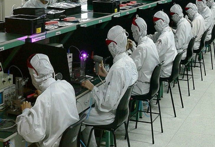 foxconn working conditions Foxconn technology group, in 2010 provoked outrage over the harsh working environments in which its upscale gadgets were made foxconn hired psychological counselors, set up a 24-hour care center.