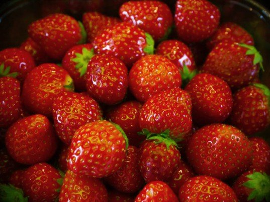 keep your fruits fresh longer, how to keep fruit fresh, how to store fruit, how to store fruits and vegetables, keeping fruit fresh longer, storing produce, storing berries, storing vegetables, sustainable food, cut food waste, freezing fruit, how to store strawberries