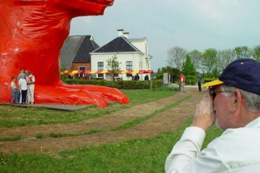 Recycled Materials, Recycling / Compost, animals, art, Florentijn Hofman, big sculpture, max, watchdog, red big dog, the netherlands, Leens, local scrap materials, recycled pallets, dutch art