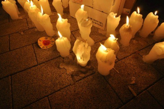 Nao Matsumoto, Masakazu Miura, anti-nuclear, Fukushima, protest art, candle vigil, finger candles, sustainable art, green artwork, hpgrp gallery